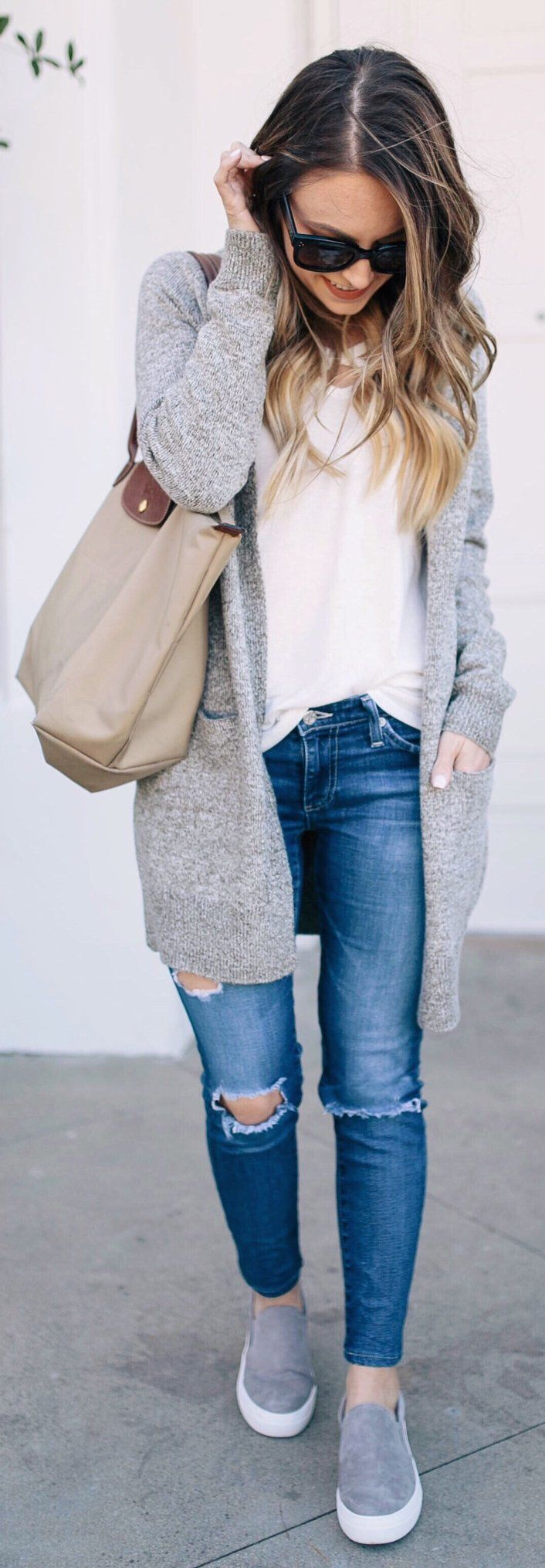 Grey Cardigan / White Top / Destroyed Skinny Jeans / Grey Sneakers