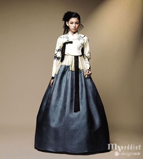 I am in love with this deep blue and the cream-colored top - 한복 hanbok, Korean traditional clothes