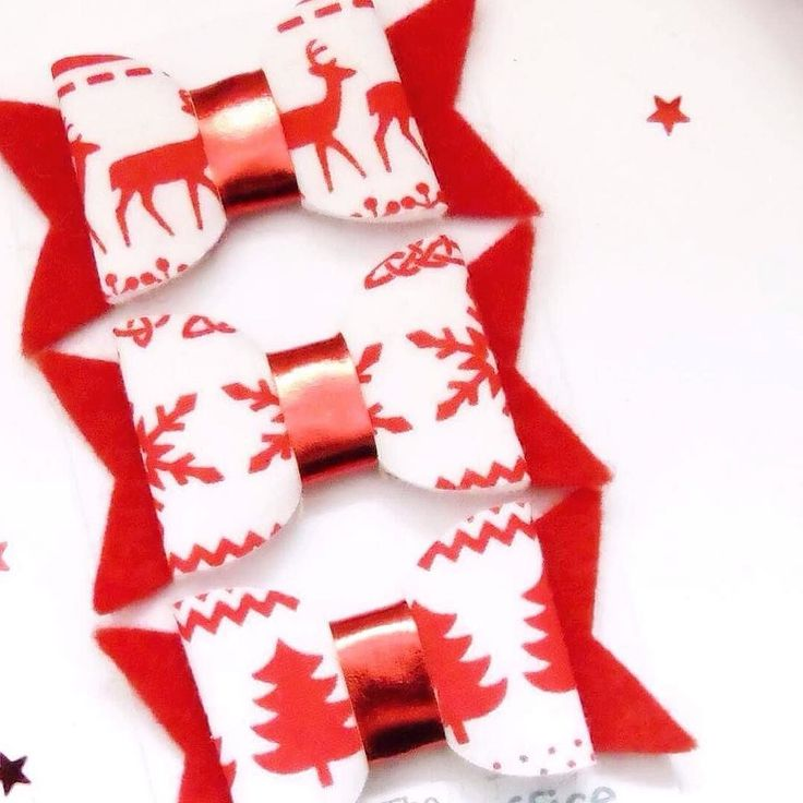 #Handmade #hairbow trio using #Nordic inspired fabric. Available now for 5.95 plus P&P. Worldwide shipping available from the UK shop link in bio. #Christmas #hairbows #scandinavian #red #snowflake #reindeer #christmastree #etsy #etsyuk #etsyshop #etsyfinds #etsylove #etsyseller #etsystore #etsyhandmade #craftsposure #etsyhunter