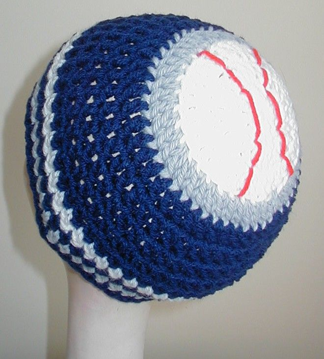 base ball beanie!  LOVE THIS...make in your fave team colors!.....link ALSO has directions for , basketball, soccer, & football beanie....