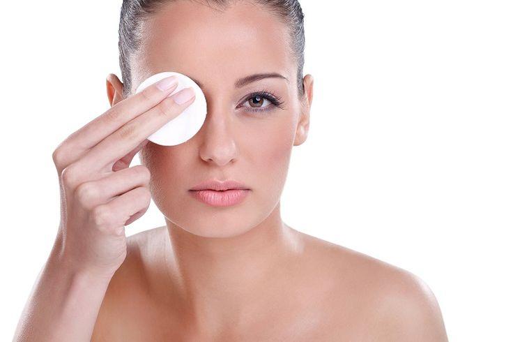 Desmaquillador casero para ojos - Trucos de Belleza - Aqui te presentamos un articulo donde veras como hacer un desmaquillador casero para ojos bifasico que con solo una pasada retira casi todo el maquillaje.