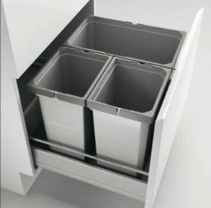 Cox® Box 2T/600-3  Voor alle gebruikelijke schuiflades.  Met antislip-inlegmat en uittrekbaar compleet deksel  -Afvalvolume:42 (1x22+2x10) liter  -Emmerhoogte:326 mm  -Totale hoogte360 mm  Kleur: lich...