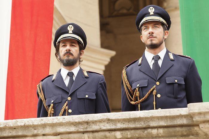 Nella nuova clip di Natale col boss troviamo gli stunt di Francesco Mandelli e Paolo Ruffini,nel cast di Natale col boss, in uscita il 16 dicembre.