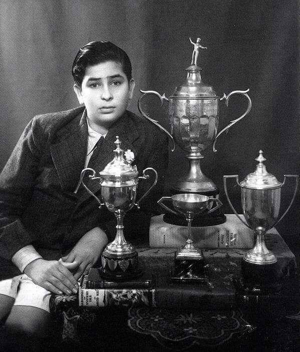 #Throwback: A very rare photo of #Rajkapoor #Kapoor #showman #celebrity…