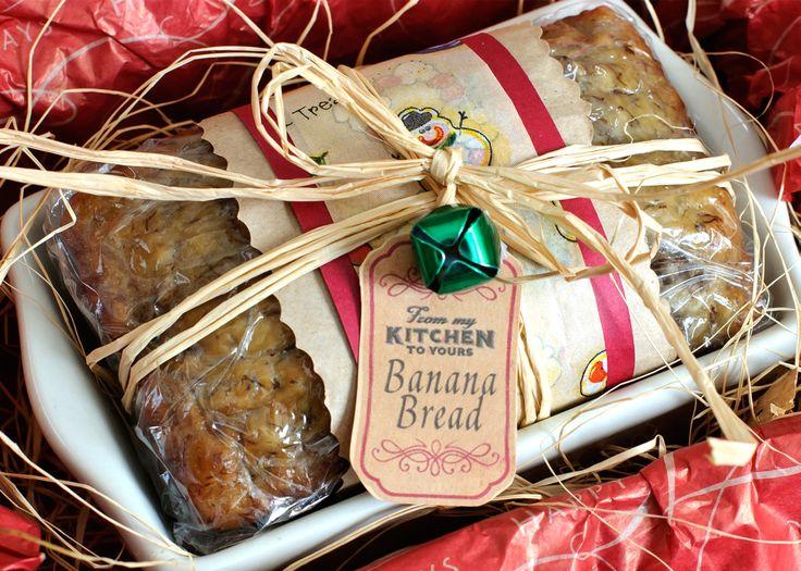 Mini banana bread loaves makes great holiday food gifts. #HomemadeHoliday #bananabread #foodgifts