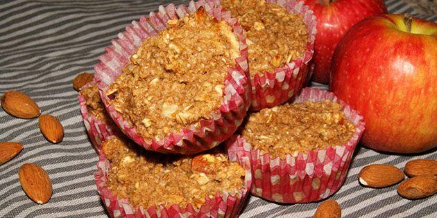 De skønne havregrynsmuffins smager dejligt af æble og vanilje