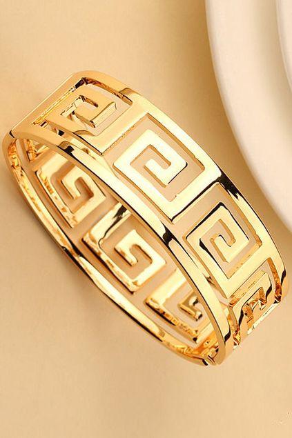 ROMWE | Spiral Diamonds Cuff Bracelet, The Latest Street Fashion   http://www.romwe.com/spiral-diamonds-cuff-bracelet-p-57766.html?Pinterest=fyerflys
