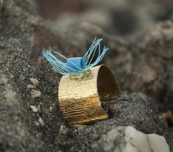 Gold Fishnet Ring with Bead