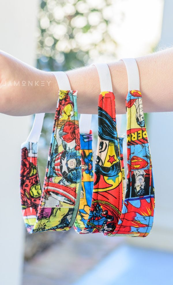 Girls love Super Heroes too! Show that love in their hair with this DIY Reversible Super Hero Headband tutorial! Downloadable pattern #LEGOSuperHeroesCG @LEGO