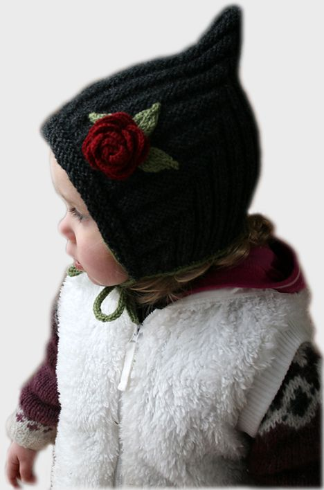 A Christmas present for my 3 year old niece. Totally cute! I'm going to make one for Herborg as soon as the Christmas rush is over. Dec 5th> I've had so many questions about the alt...