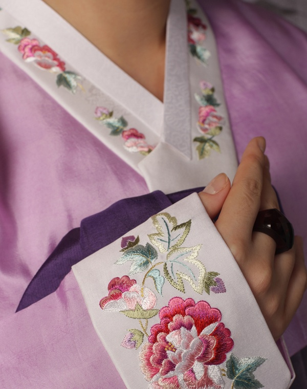 #Hanbok : Embroidery for spring