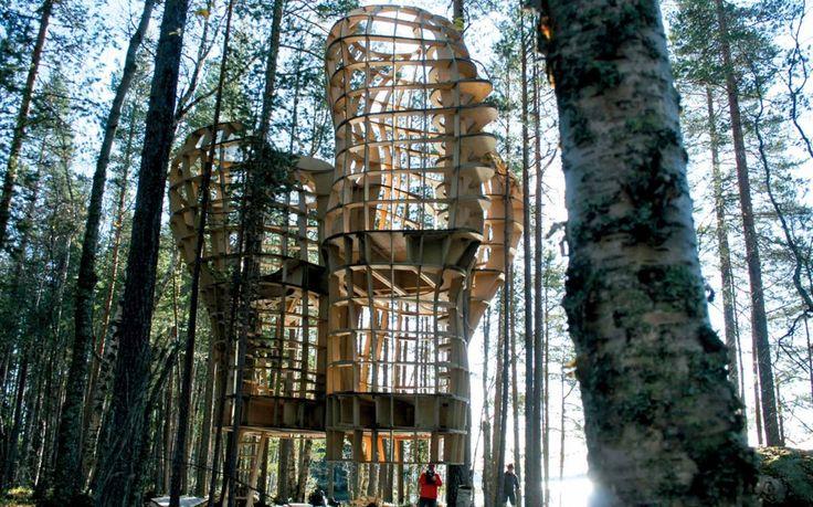 Une Auberge dans les arbres en Suède : c'est l'OARNA Project. Conception / Fabrication Métalobil - entreprise d'ingénierie en design d'environnement en Pays de la Loire (44)