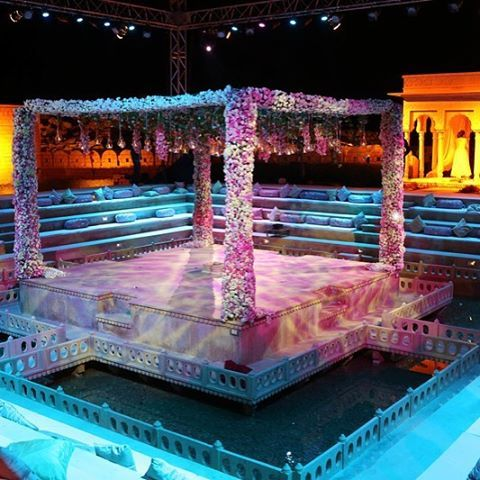 A Mandap inside a pool ! By @themeweaversdesigns   Find a decorator to recreate your dream wedding   #decor #indanwedding #weddingdecor #mandap #pool #floraldecor
