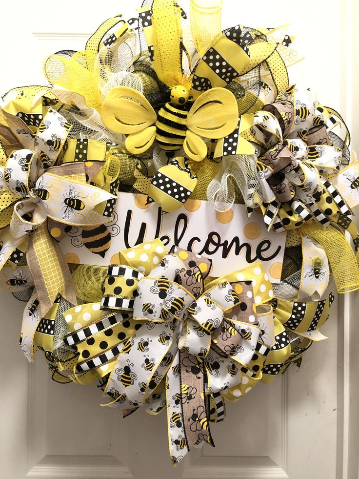 Bees in 2020 Crafts, Deco mesh, Wood signs