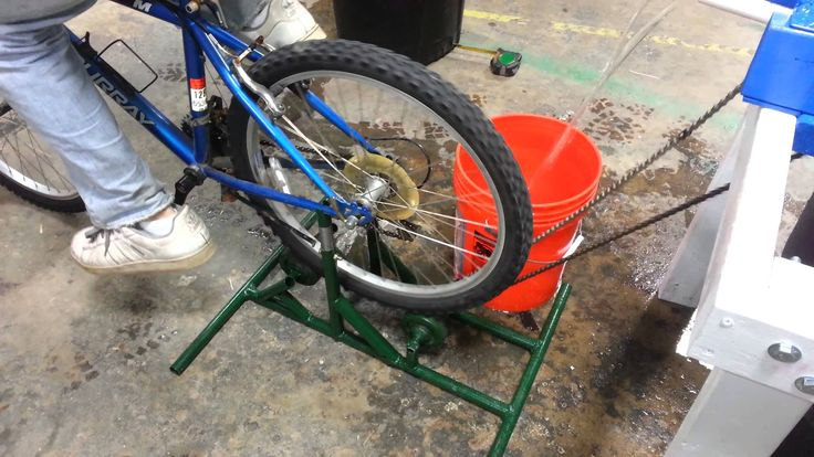 Rope Pump Prototype 2.0 Pumping by the Bike Drive