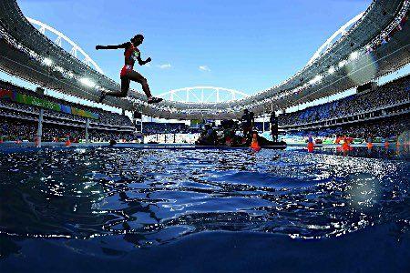障害を跳び越える高見沢 :フォトニュース - リオ五輪・パラリンピック 2016:時事ドットコム