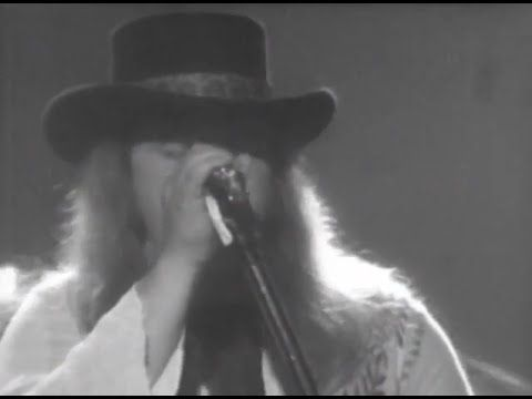 lynyrd skynyrd full concert 07 13 77 at convention hall official playlist workin 39 for mca. Black Bedroom Furniture Sets. Home Design Ideas