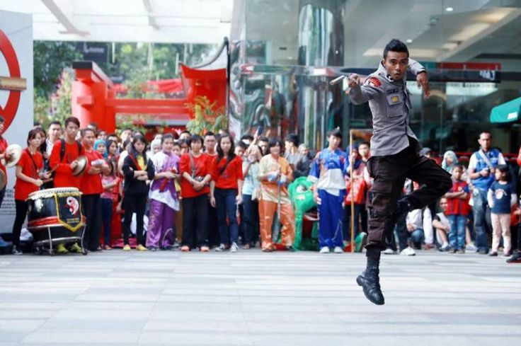 Silahkan baca artikel Sambut Imlek Anggota Brimob Pamerkan Kungfu Di Bandung Indah Plaza ini selengkapnya di Blogger Berbagi Info