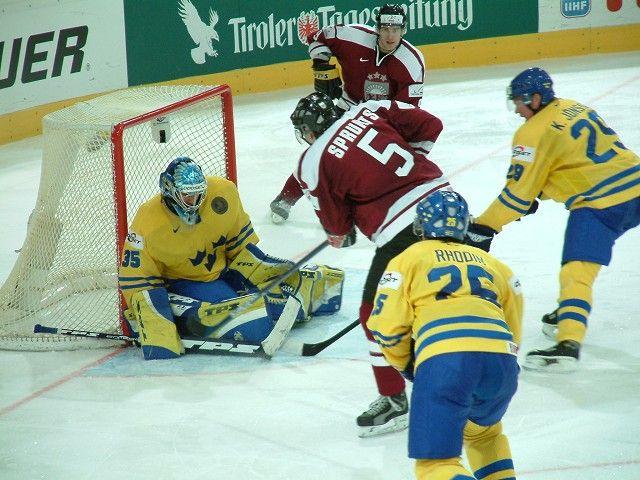 Schweden-lettland - Buz hokeyi - Vikipedi-3 MART 1875 - Kapalı alanda ilk buz hokeyi, Montreal'de oynandı.