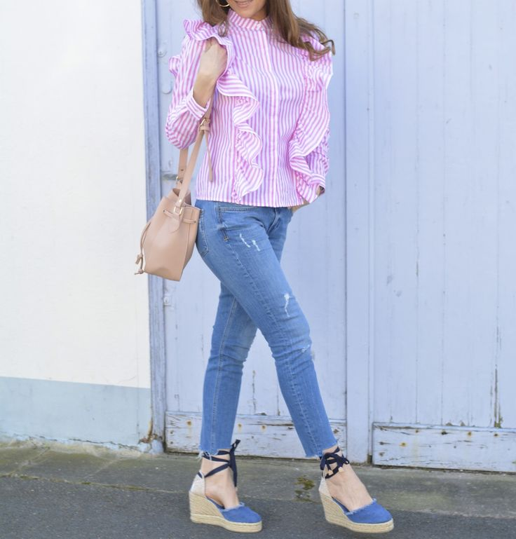 Pink stripes #style #blouse #Chemisier #volant #tendances #rayures #stripes #tenuedujour #lookdujou #SoFrenchByNaty #casual #castaner #castañer #espadrilles #bohochic #outfit #look #pink #alpargatas #candy
