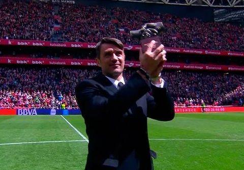 """Paolo Maldini recibe el """"One Man Club Award"""" del Athletic Club"""