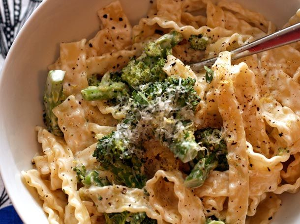 Pasta with Broccoli, Goat Cheese, & Oregano: Dinners Tonight, Oregano Recipes, Broccoli Sauces, Broccoli Pasta, Sauces Recipes, Healthy Recipes, Serious Eating, Goats Cheese, Recipes Dinner
