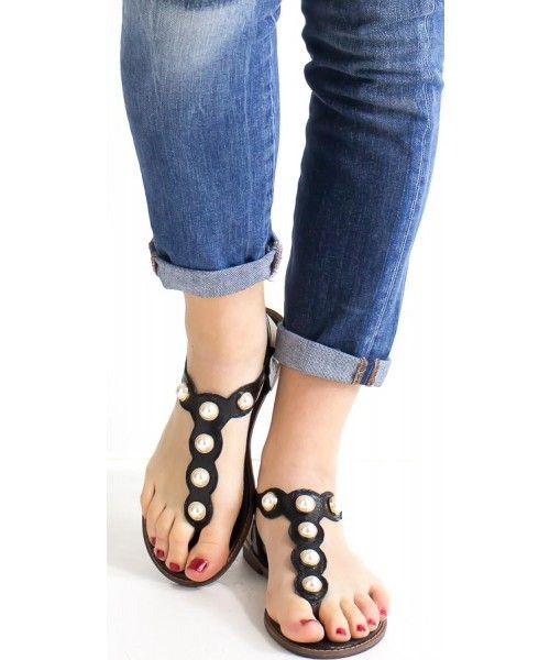 Sandalo basso con perle disponibile in nero, oro e argento.