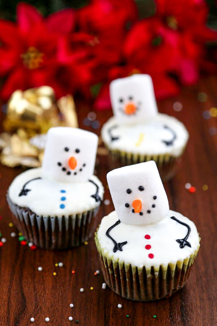 Snowman cupcakes with vanilla frosting and marshmallows will put a smile on everyones face on a cold day! Let's make something special this winter!