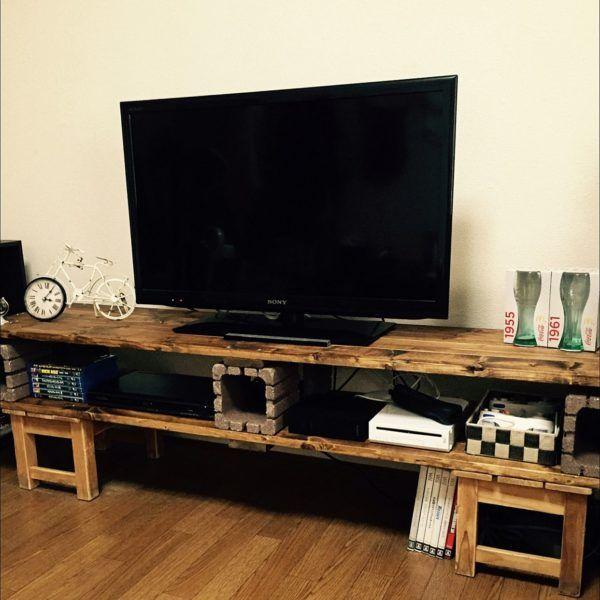 レンガと木材で作る♪おしゃれなテレビ台のDIYアイデア特集☆   folk ユニークな形のレンガで作る個性派