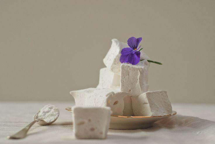 zelfgemaakte marshmallows; blijkbaar niet handig met agar agar jammer genoeg...