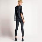 Pantalon 7/8 enduit, coupe slim, entejambe 65 cm.