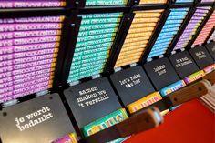 Hiep hiep hoera: Tony's Chocolonely opent een chocoladewinkel in Amsterdam.Je kunt er exclusieve Tony's dingen kopen, altijd de laatste chocolade proeven en er staat een Tony's automaat die groot genoeg is om duizelig van te worden. Tony's Storewordt geopend inhet kantoor van de chocoladefabrikant op het Westergasterrein in Amsterdam. Het is altijd al een zoete …