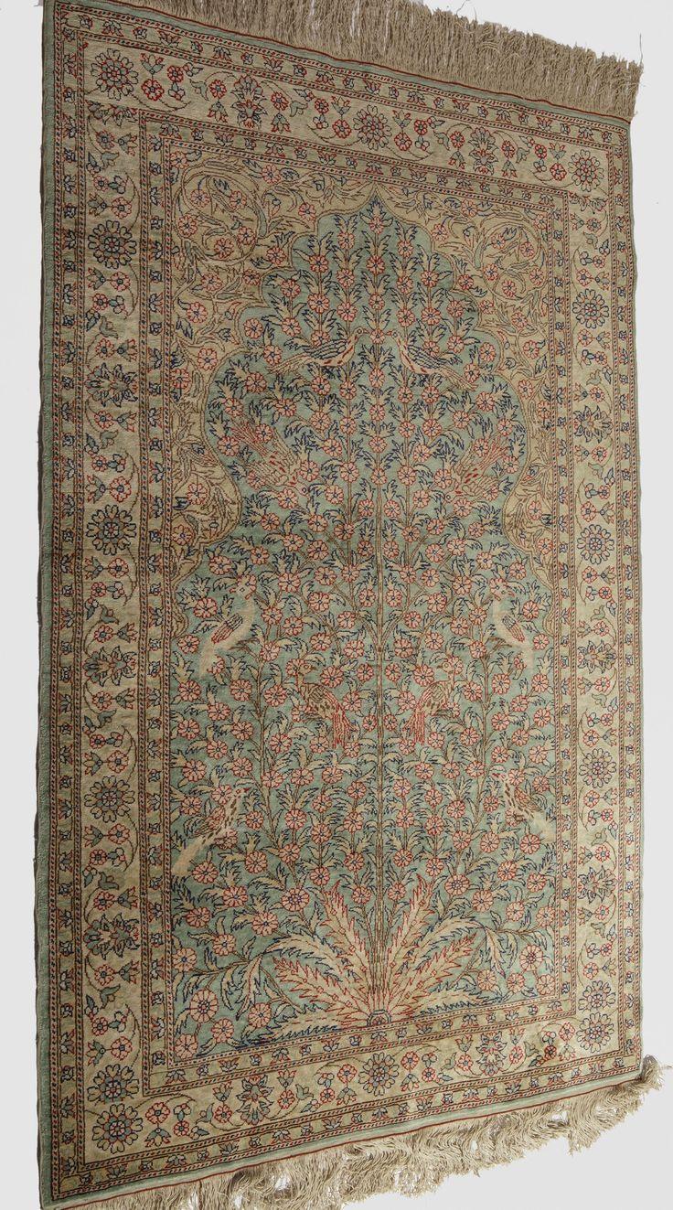 Schuler Auktionen Zürich      Kayseri-Seide Z-Türkei, um 1970  95x150 cm (ft. 3.1x5).