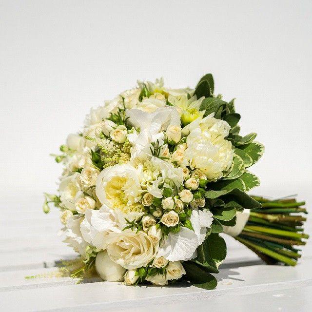 #WeddingFlowers #Inspiration #Bride #Santorini  Photo credits: @libellalulu