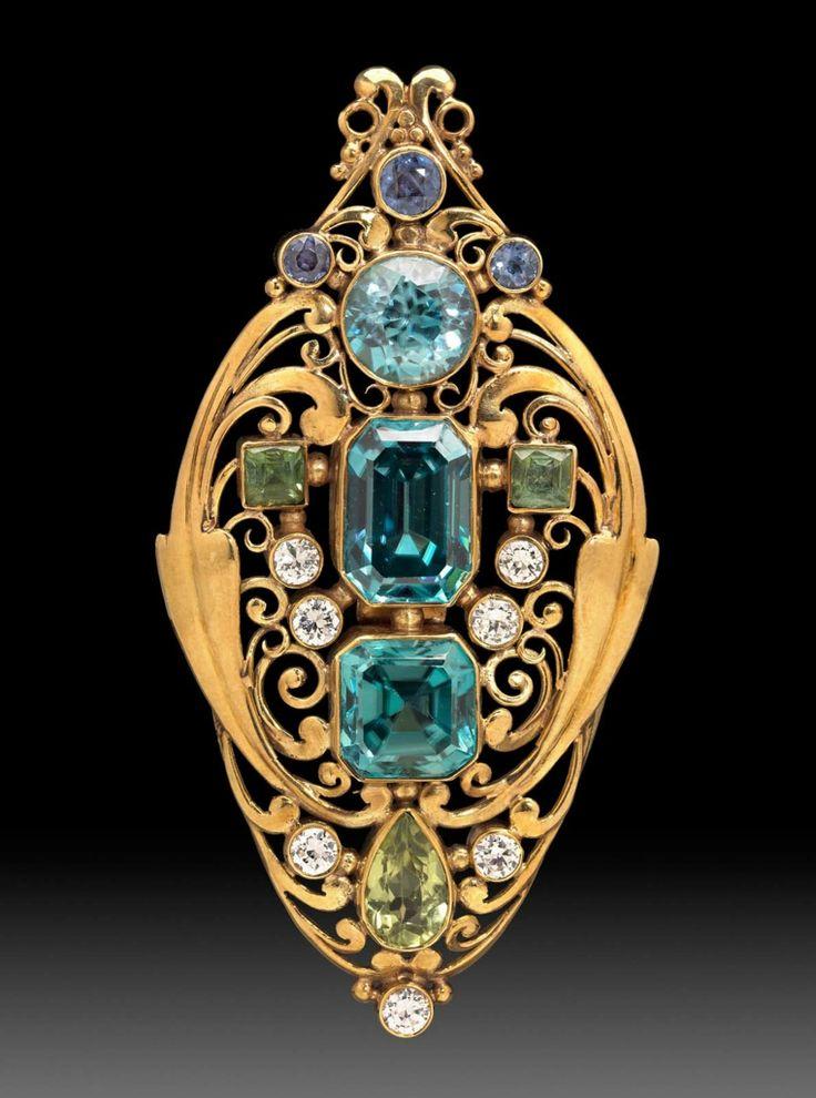 Broche de oro de desplazamiento enjoyada, circonitas, diamantes, zafiros, peridotos alrededor de 1920 Frank Gardner Hale (American, 1876-1945)