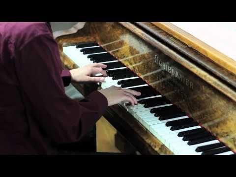 ▶ Bear McCreary: Battlestar Galactica Solo Piano - 15:09 begins some true mind bogglement