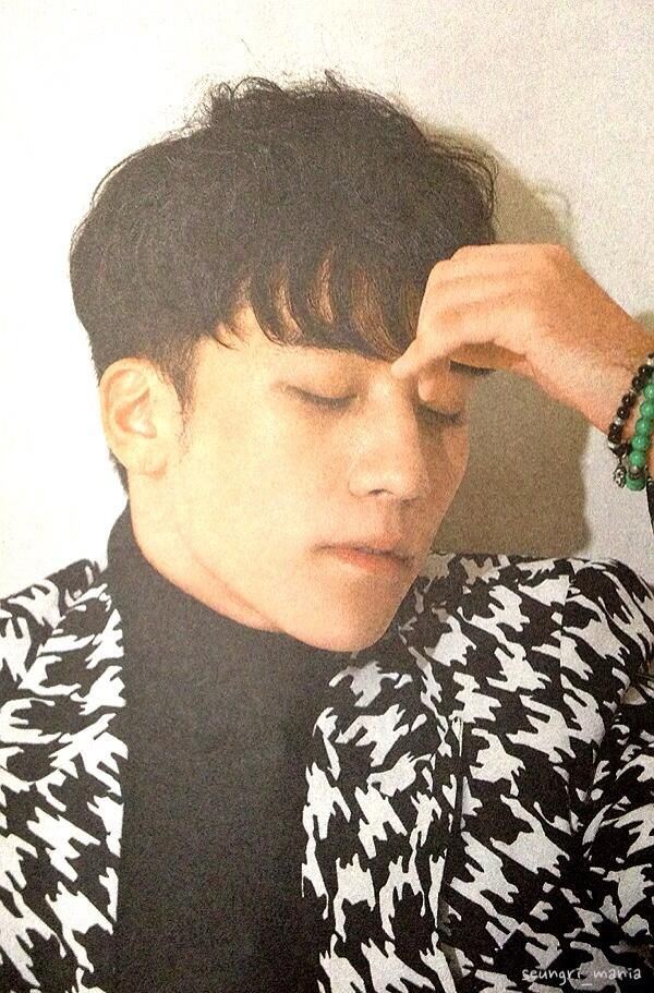 {SCANS} SEUNGRI ON TV LIFE AND KAN FUN JAPANESE MAGAZINE: