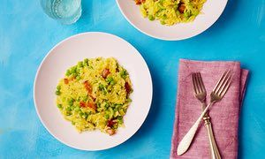 Pasta risotto with peas and pancetta.