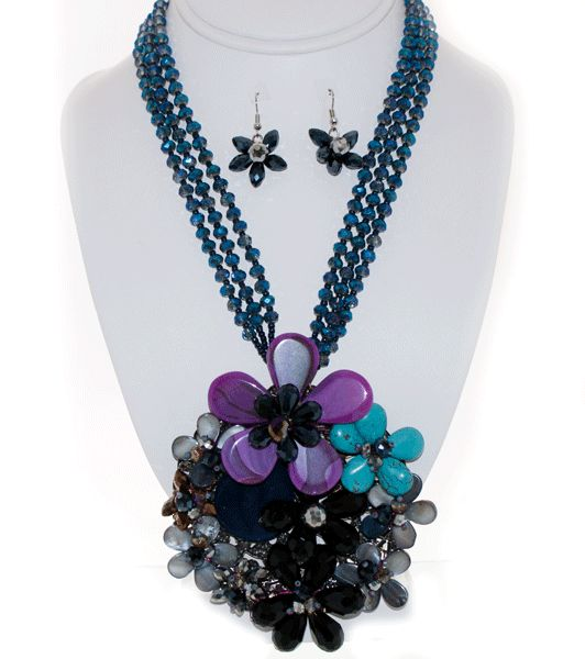 http://kareliafj.tictail.com/product/flower-pendant-necklace-earring-set-363477
