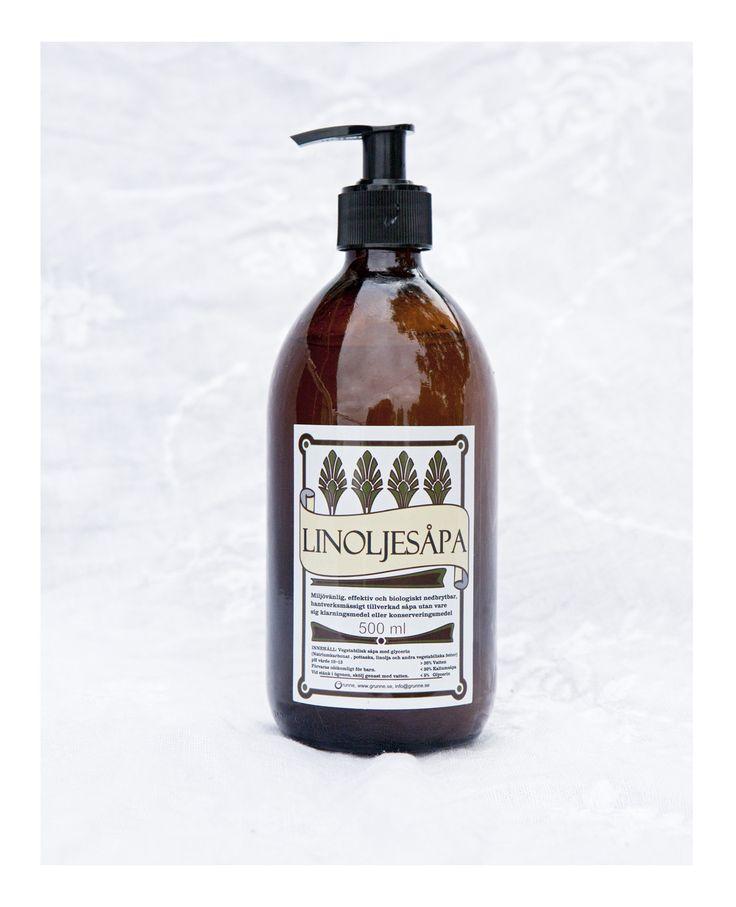Såpa i glasflaska med pump. Såpan har en ljuvlig doft av mandel, och en etikett inspirerad av 1900-talets tidiga årtionden.  Såpan är miljövänlig, effektiv