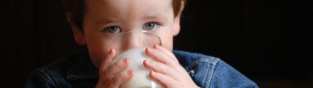 Veel melk drinken gelinkt aan botbreuken en vroegere dood - http://www.ninefornews.nl/veel-melk-drinken-gelinkt-aan-botbreuken-en-vroegere-dood/