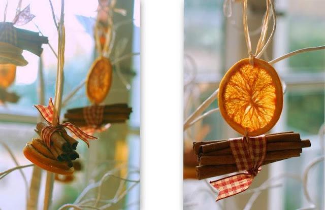 Orange and cinnamon decorationsDecor Ideas, Cinnamon Sticks, Christmas Decorations, Cinnamon Décor, Aromatic Cinnamon, Christmasy Things, Cinnamon Decor, Diy Christmas Decor, Cinnamon Ornaments