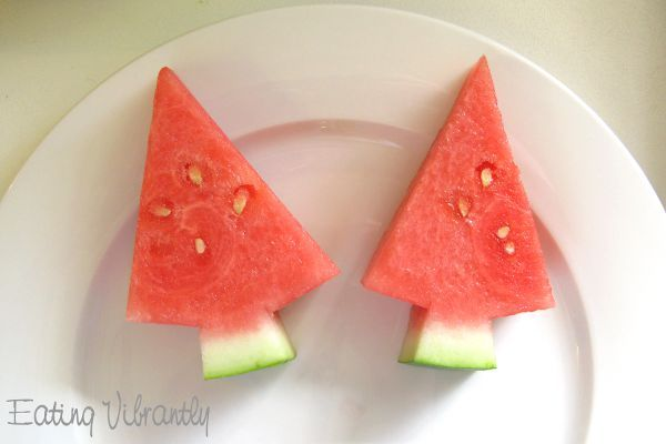 Not everyone is having a winter Christmas!  For everyone looking forward to a Christmas BBQ in Australia & New Zealand, check out this cute idea for Watermelon Christmas Trees from #EatingVibrantly