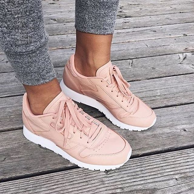 """Gefällt 17.6 Tsd. Mal, 114 Kommentare - FashionStorm (@yeah_streetstyle_fashion) auf Instagram: """"Via @lifestyle__moments ✔️ @lux_fashion_and_more ✔️ #sneakers #reebok #streetphotography #beauty…"""""""