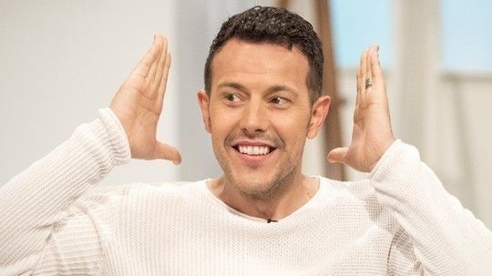 He was one fifth of the 90s pop sensation Steps and he's only ever been a heartbeat away, Lee Latchford-Evans joins us to talk about his part in the feel-good musical Eurobeat at the Edinburgh Festival, where he plays flamboyant co-host Nikolae Nikovsky, and he addresses rumours of a possible Steps reunion to mark the band's 20th anniversary.