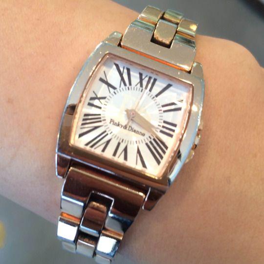 ★KM様/ピンキー&ダイアン ☆決して高価な時計ではないけど…親が誕生日に買ってくれた時計。気に入っているので、仕事中もプライベートもずっと着けてます。楽しい時も辛い時も、いつもそばにいてくれる大切なパートナーです!  〝人生の節目に腕時計を〟