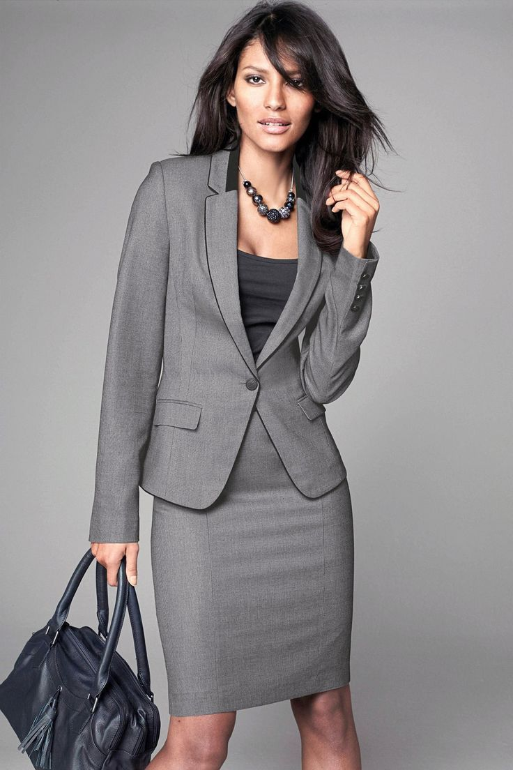 sleek grey skirt suit for fall networking events | Skirt the Ceiling | http://skirttheceiling.com