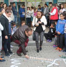 Toda la comunidad educativa del IES Nazarí celebra el 'Día de la Paz'