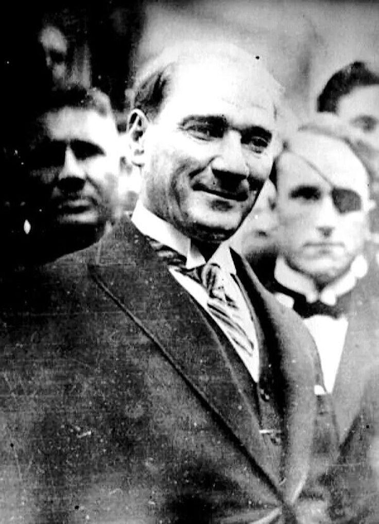 Atatürk'ün Gülümsediği 14 Fotoğraf   MustafaKemâlim