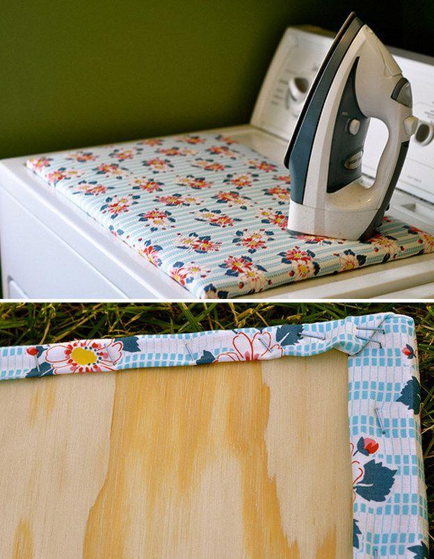 Si tu habitación es demasiado pequeña para una tabla de planchar, haz un versión RTM (Realízalo-Tú-Mismo) que encaje encima de la máquina de secar.